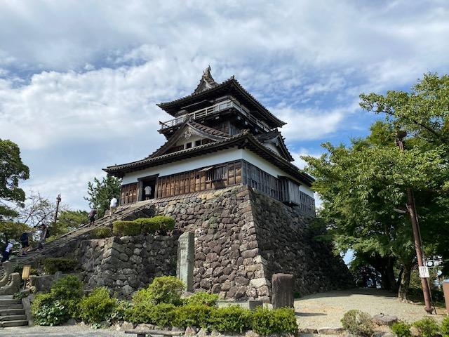 丸岡城|笏谷石瓦で葺かれた現存12天守の1つ